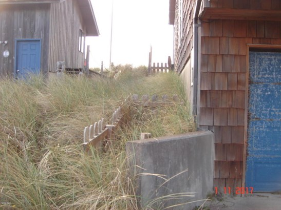 902 Nw Oceania Dr , Waldport, OR - USA (photo 2)