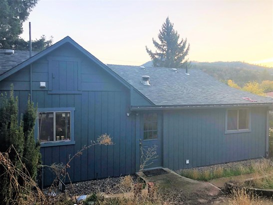 1335 4th Ave , Gold Hill, OR - USA (photo 3)