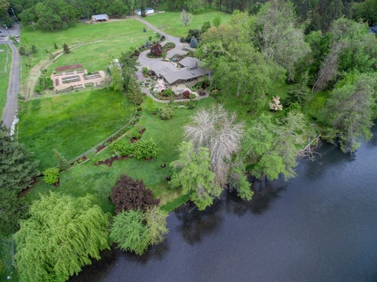 820 Rogue Woods Dr , White City, OR - USA (photo 1)