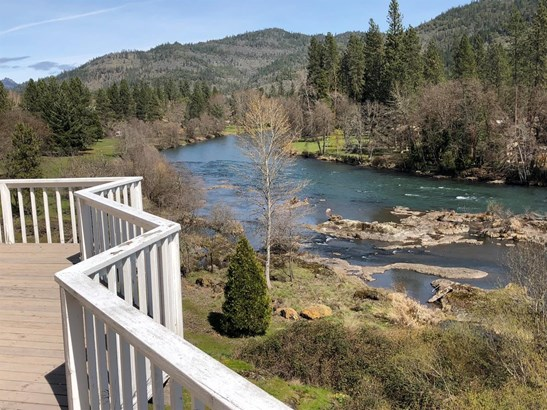 7034 Rogue River Dr , Shady Cove, OR - USA (photo 1)
