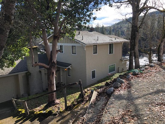 7034 Rogue River Dr , Shady Cove, OR - USA (photo 5)