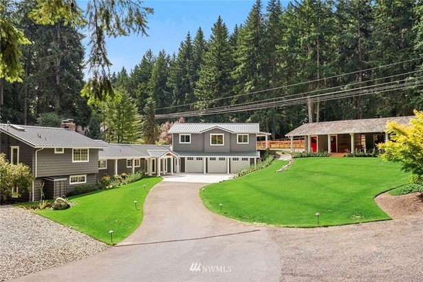 This one of a kind equestrian property offers living near the city and your horses best life! Over 1.5 acres and adjacent to Bridle Trails Park. 1.2 million recent addition, upgrades and equestrian facility. Home is virtually staged