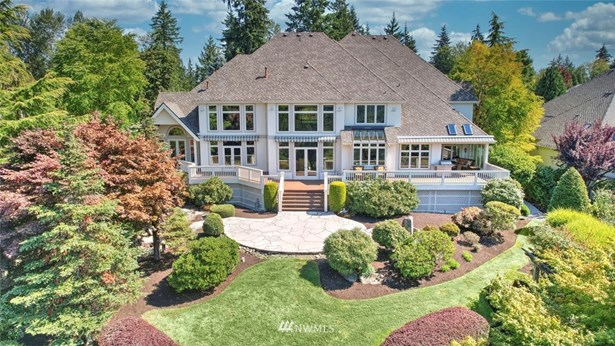 Welcome to former Street of Dreams featured home Cambridge Manor.