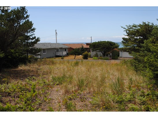 2509 Nw Parker Ave , Waldport, OR - USA (photo 3)