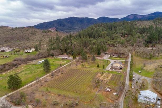 5215 Dark Hollow Rd , Medford, OR - USA (photo 1)