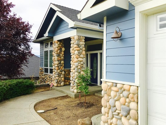 3821 Annettes Way , Medford, OR - USA (photo 2)