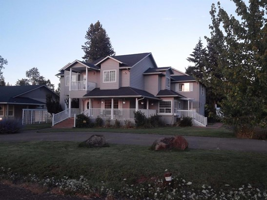 835 Redwood Ave , Butte Falls, OR - USA (photo 1)