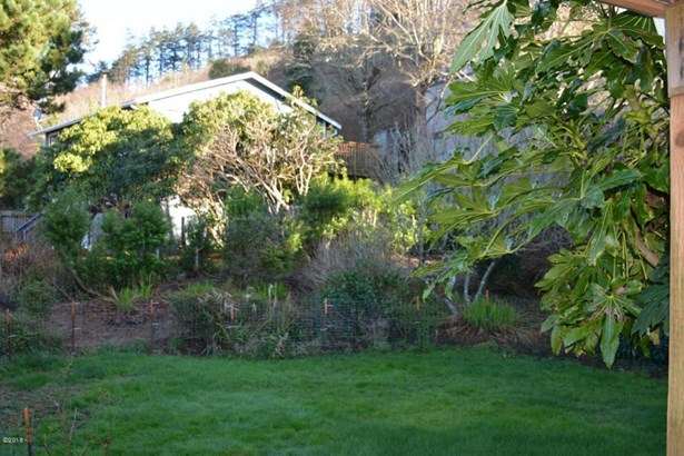 5431 Nw Rhododendron St , Newport, OR - USA (photo 4)