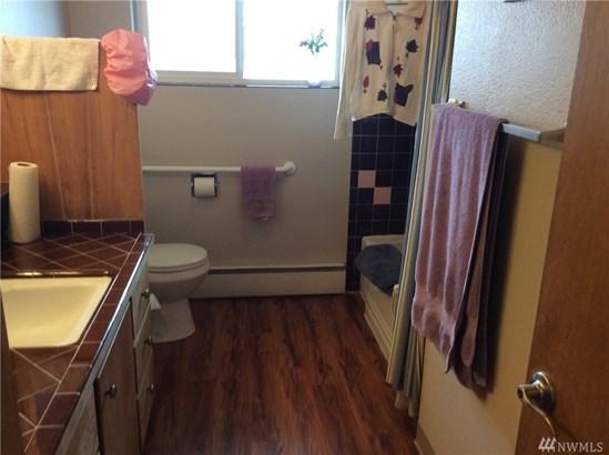 R0301 Undisclosed , Everett, WA - USA (photo 2)