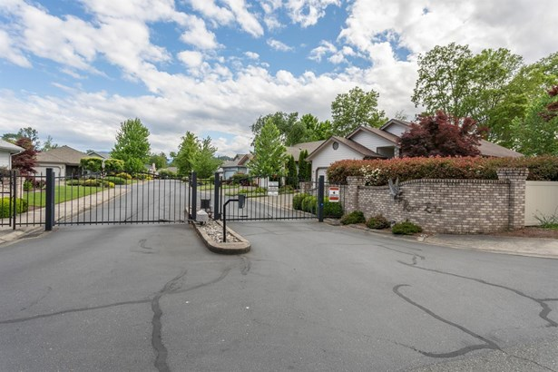 1228 Osprey Dr , Grants Pass, OR - USA (photo 3)