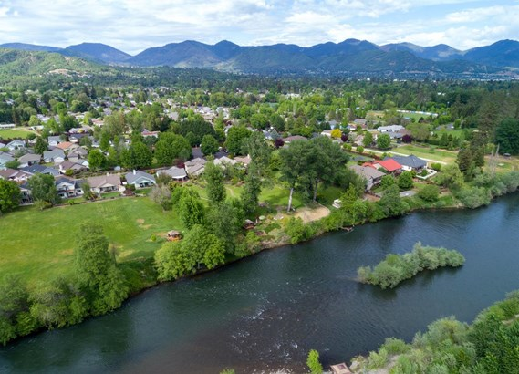 1228 Osprey Dr , Grants Pass, OR - USA (photo 4)