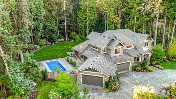 Level, fully fenced 3.4 acres with an in-ground pool and greenbelt in front and behind in the Meadowood community in Redmond.