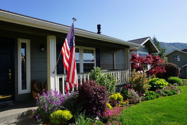 906 Nw Regent Dr , Grants Pass, OR - USA (photo 2)