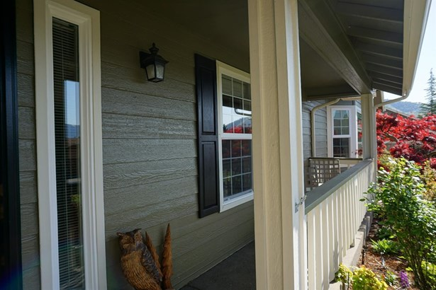 906 Nw Regent Dr , Grants Pass, OR - USA (photo 3)