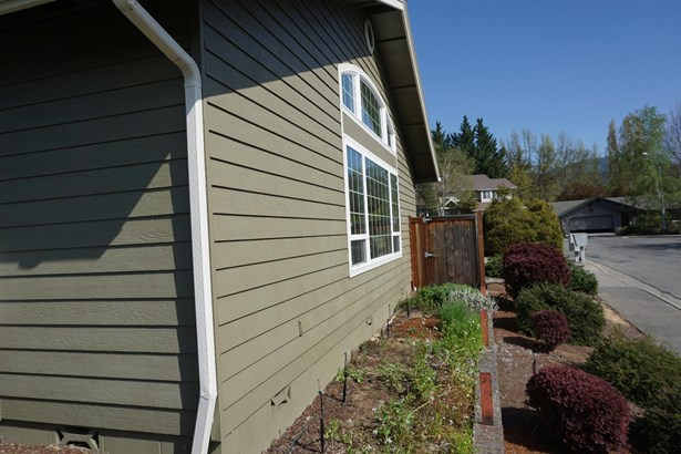 906 Nw Regent Dr , Grants Pass, OR - USA (photo 4)
