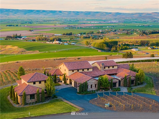 Artfully designed and impeccably built estate set amongst a producing Malbec vineyard.