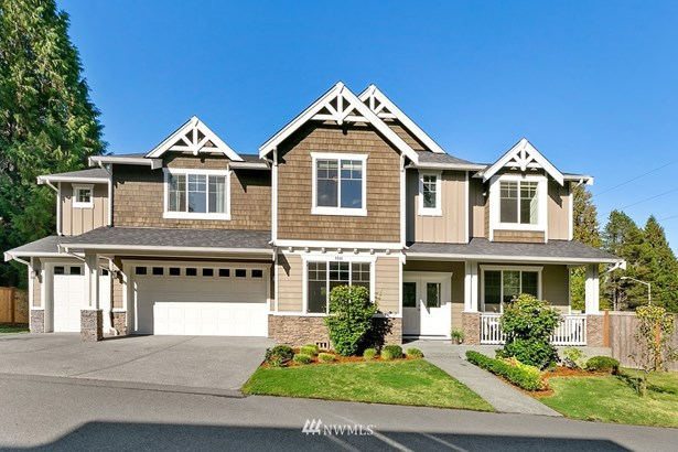 Beautiful Redmond home located on Corner Lot and CENTRAL AC!
