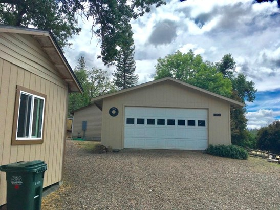 17275 Jones Rd , Central Point, OR - USA (photo 5)