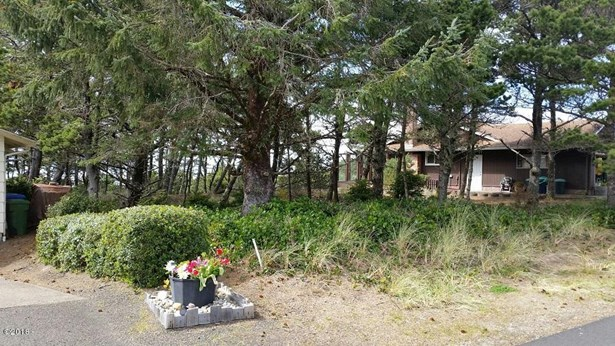 1810 Nw Oceanview , Waldport, OR - USA (photo 3)