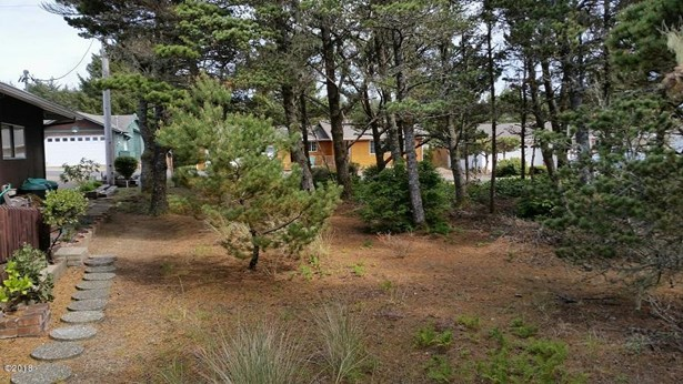 1810 Nw Oceanview , Waldport, OR - USA (photo 4)