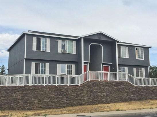 2704 Southwest Glacier Ave , Redmond, OR - USA (photo 1)