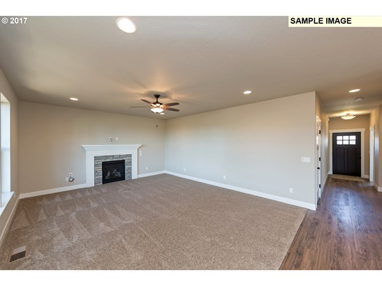 38331 Juniper St , Sandy, OR - USA (photo 2)