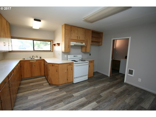 516 W Main , Goldendale, WA - USA (photo 2)