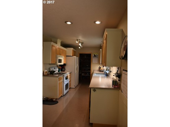 1669 Se Lewellyn Ave , Troutdale, OR - USA (photo 5)