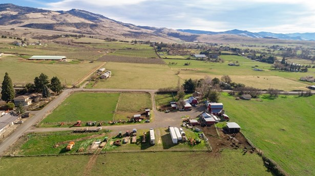 1577 N Valley View Rd , Ashland, OR - USA (photo 3)