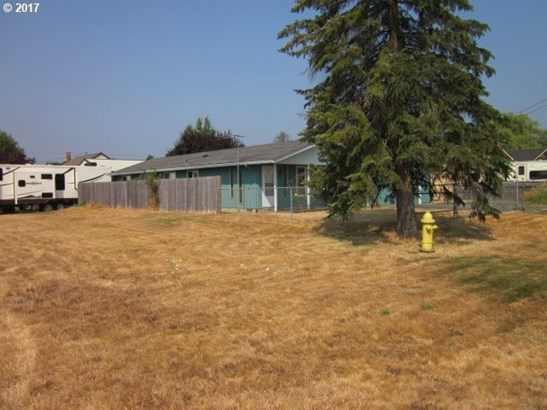 597 S 10th , St. Helens, OR - USA (photo 2)