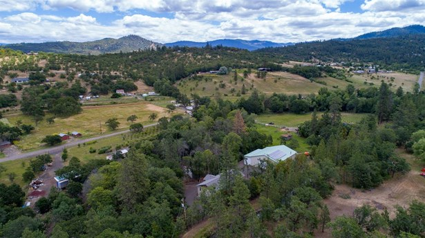 1601 Dry Creek Rd , Eagle Point, OR - USA (photo 1)