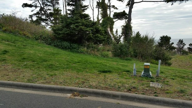 Lot 4 Sw Sw Beach Ave St , Lincoln City, OR - USA (photo 1)