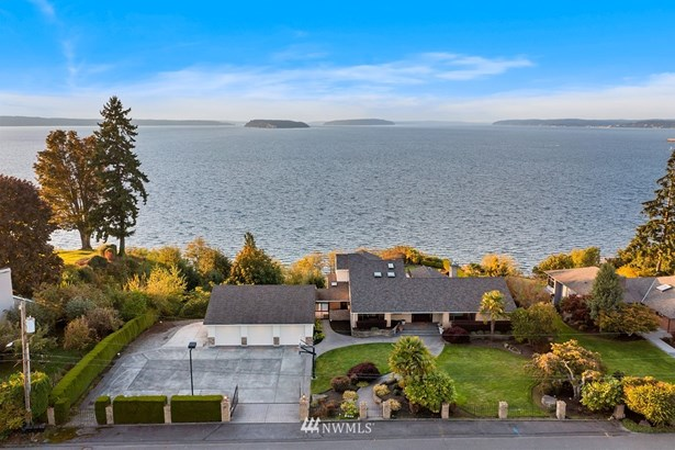 1 acre estate on high bluff with endless views