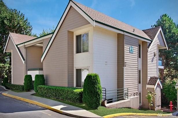 15310 Sunwood Blvd  F1102, Tukwila, WA - USA (photo 1)