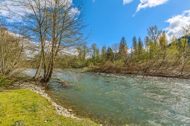 969 Fish Hatchery Rd , Grants Pass, OR - USA (photo 3)