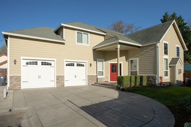 974 Covington Ct , Central Point, OR - USA (photo 1)