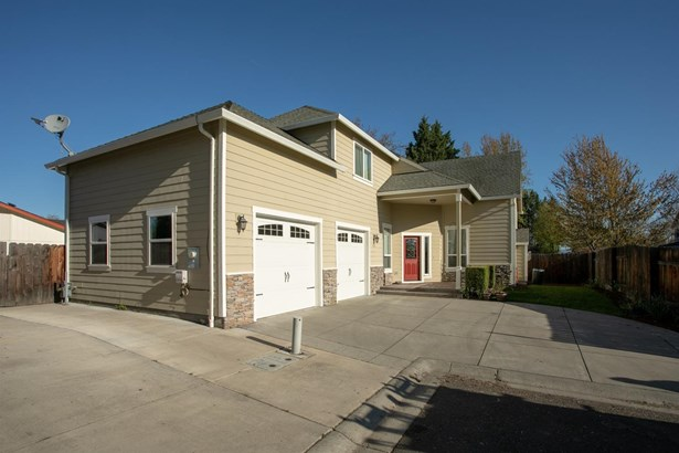 974 Covington Ct , Central Point, OR - USA (photo 2)
