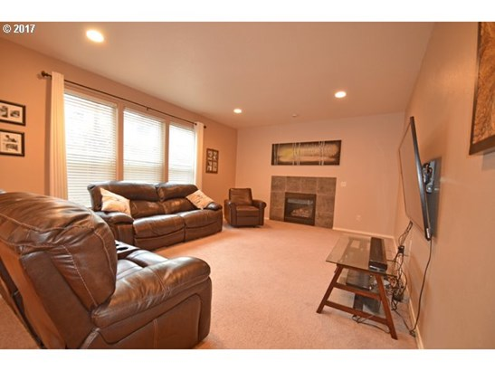 1114 Sw 6th Way , Troutdale, OR - USA (photo 2)