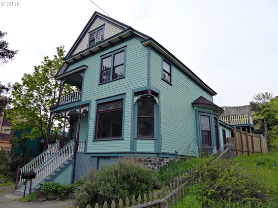 210 W 4th St , The Dalles, OR - USA (photo 2)