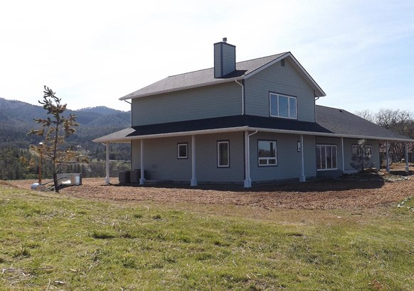 4221 Pioneer Rd , Medford, OR - USA (photo 5)