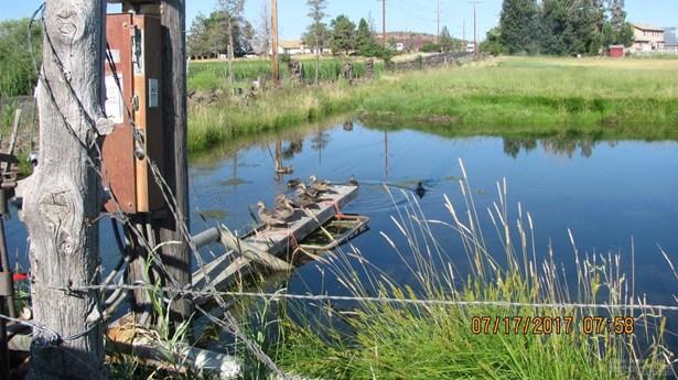 1085 Oneil Way , Redmond, OR - USA (photo 2)