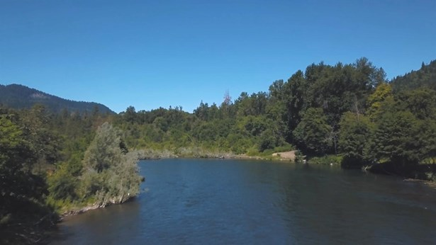 5340 Rogue River Hwy , Grants Pass, OR - USA (photo 2)