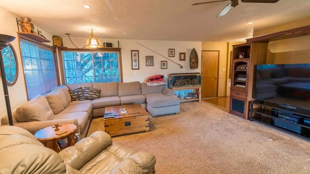 296 Perrydale Ave , Medford, OR - USA (photo 4)