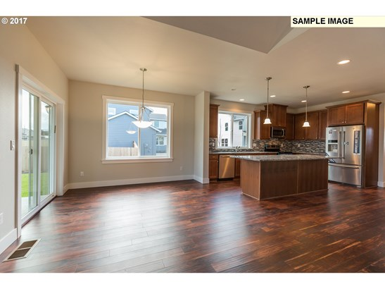 1084 E 1st Ave , Estacada, OR - USA (photo 5)