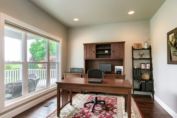 1005 Steamboat Dr , Central Point, OR - USA (photo 4)