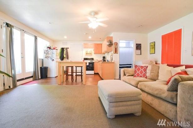 2906 Ne 7th St , Renton, WA - USA (photo 3)