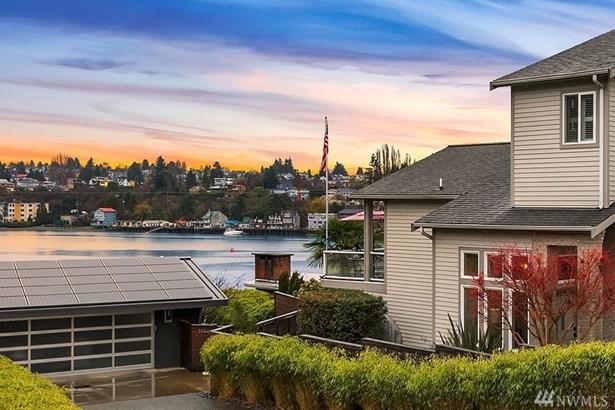 3740 W Commodore Wy , Seattle, WA - USA (photo 2)