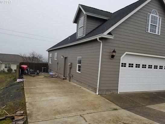 2062 Scardi Blvd , Sutherlin, OR - USA (photo 2)