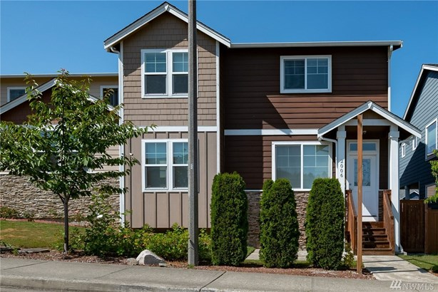 Meticulously maintained 3 bedroom, 2.5 bath 1720 sq ft