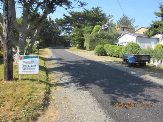 737 Nw Cottage St , Newport, OR - USA (photo 2)